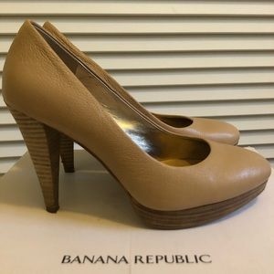 New! Banana Republic Tan Leather Pumps